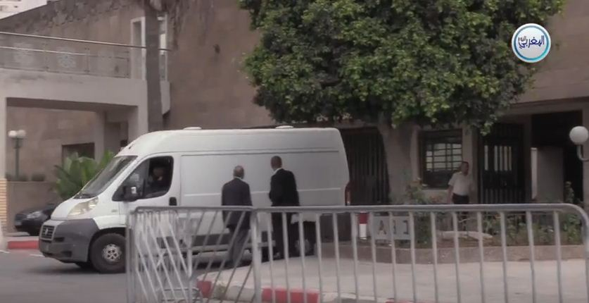 لحظة خروج توفيق بوعشرين على متن سيارة السجن… مفاجئات كبيرة بعد الخبرة التقنية + فيديو
