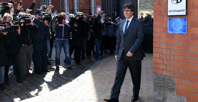 القضاء الألماني يجيز تسليم زعيم انفصاليي كاتالونيا بيغديمونت إلى مدريد