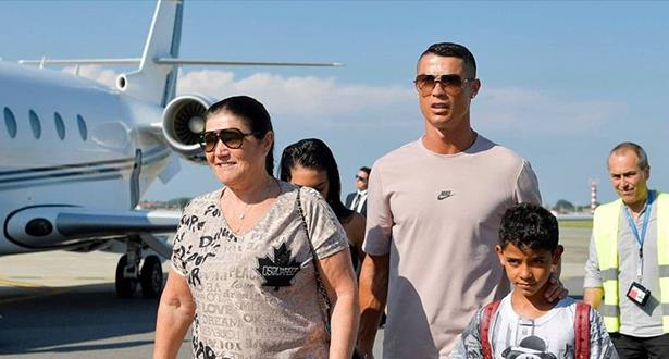رونالدو يصل لتورينو عشية تقديمه كلاعب جديد ليوفنتوس
