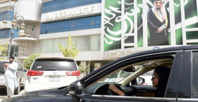 إحراق سيارة امرأة سعودية بعد أسبوع من السماح للنساء بالقيادة