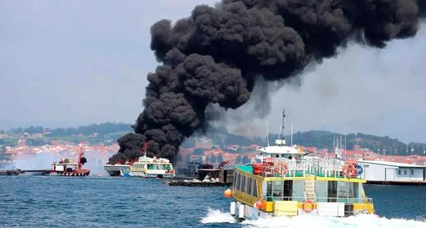 إنقاذ حوالي 52 سائحا بعد نشوب حريق في سفينة بشمال غرب إسبانيا
