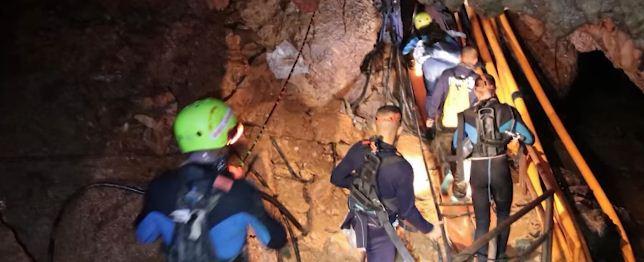 تايلاند… إنقاذ 6 من الفتيان العالقين داخل المغارة