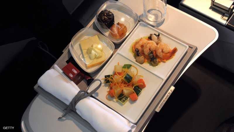 ما سبب اختلاف وجبات الطيارين عن المسافرين؟