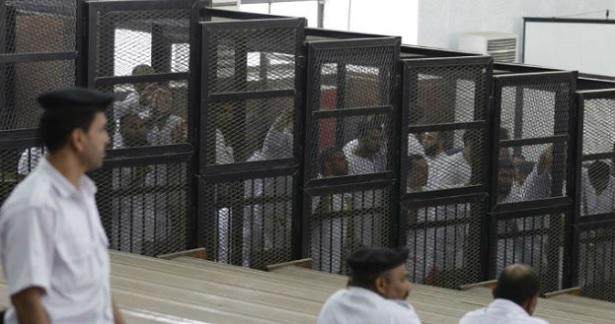 """مصر… الحكم بإعدام 75 من عناصر جماعة """"الإخوان المسلمين"""" المحظورة"""