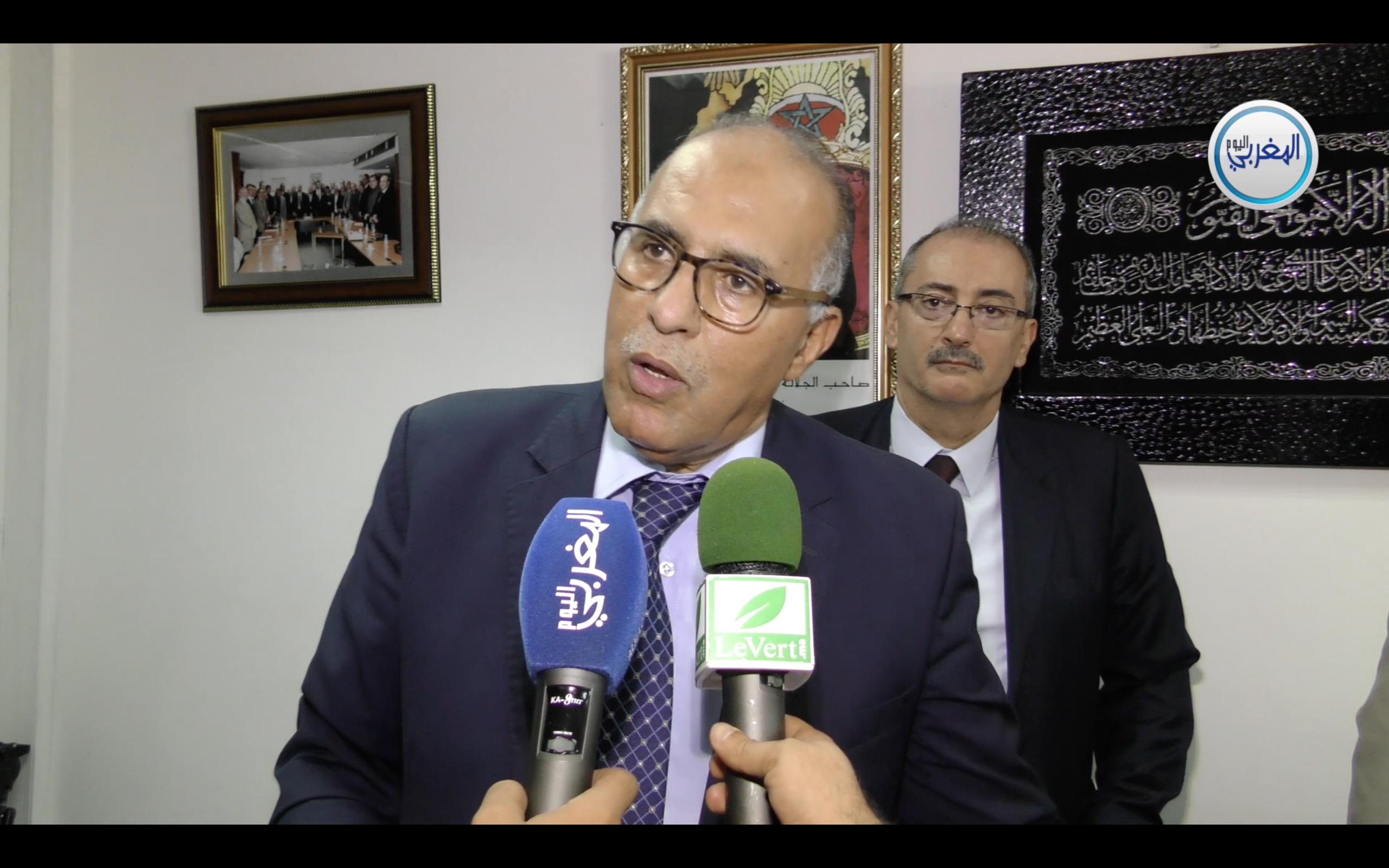 بالفيديو… عبد المولى عبد المومني يسرق الأضواء من خلال إعلانه عن إجراءات جديدة لخدمة الموظفين