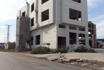 تهديم كريانات الفقراء والتفرج على حي صناعي لبرلماني بني عشوائيا