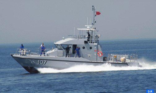 البحرية الملكية تقدم المساعدة لقارب في وضعية صعبة كان يقل 54 مرشحا للهجرة السرية