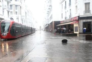 ترامواي الدار البيضاء يستأنف رحلاته بعد شلل تام بسبب سوء الطقس