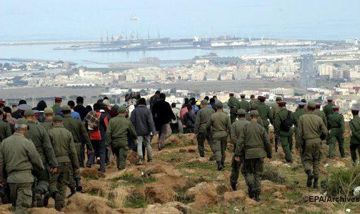 مصدر عسكري: إصابة 12 جنديا بجروح خلال محاولة منع 300 مهاجرا من اجتياز الحاجز الفاصل بين الناظور ومليلية