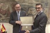 الملك الإسباني يوشح الشركة الوطنية للإذاعة والتلفزة بالمغرب بوسام الشرف للاستحقاق المدني