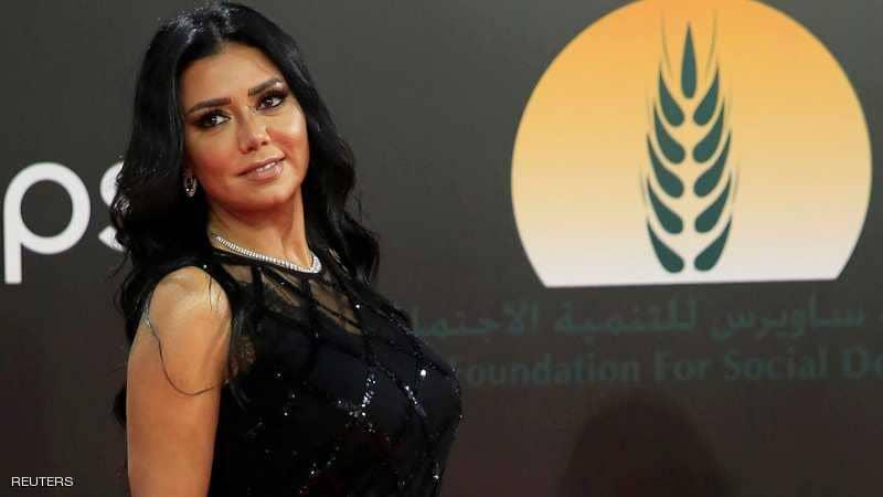 """فستان رانيا يوسف يقودها إلى """"المحاكمة"""" بمصر"""