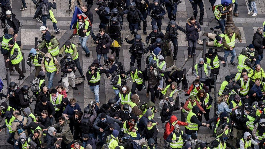"""اعتقال 700 شخص خلال مظاهرات حركة """"السترات الصفراء"""" بأنحاء فرنسا"""