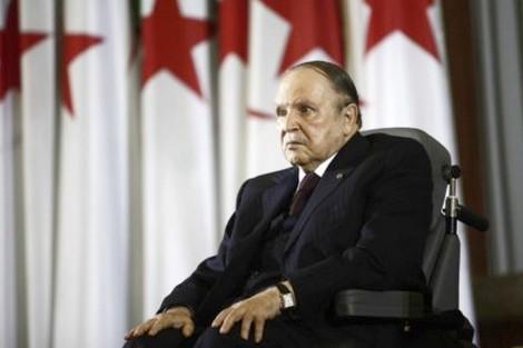 """الجزائر… بوتفيلقة """"ينهض"""" من كرسيه المتحرك ليترشح لولاية خامسة"""