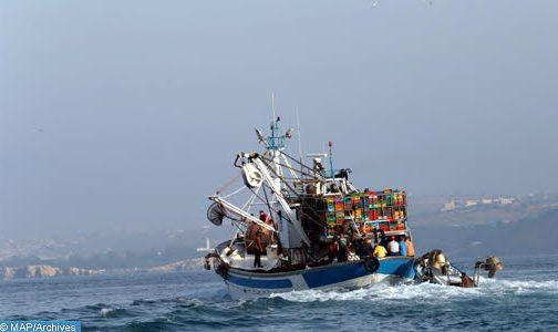 إنقاذ أفراد قارب صيد مغربي اصطدم بأحد الشعاب البحرية بطرفاية