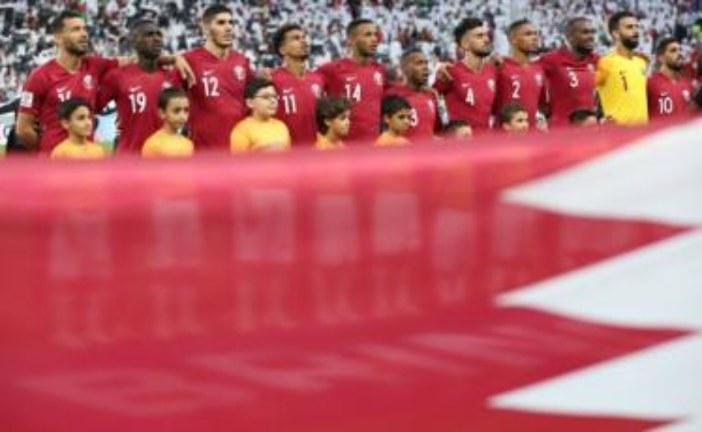 في عز الأزمة… الإمارات تعتقل بريطانيا ارتدى قميص قطر