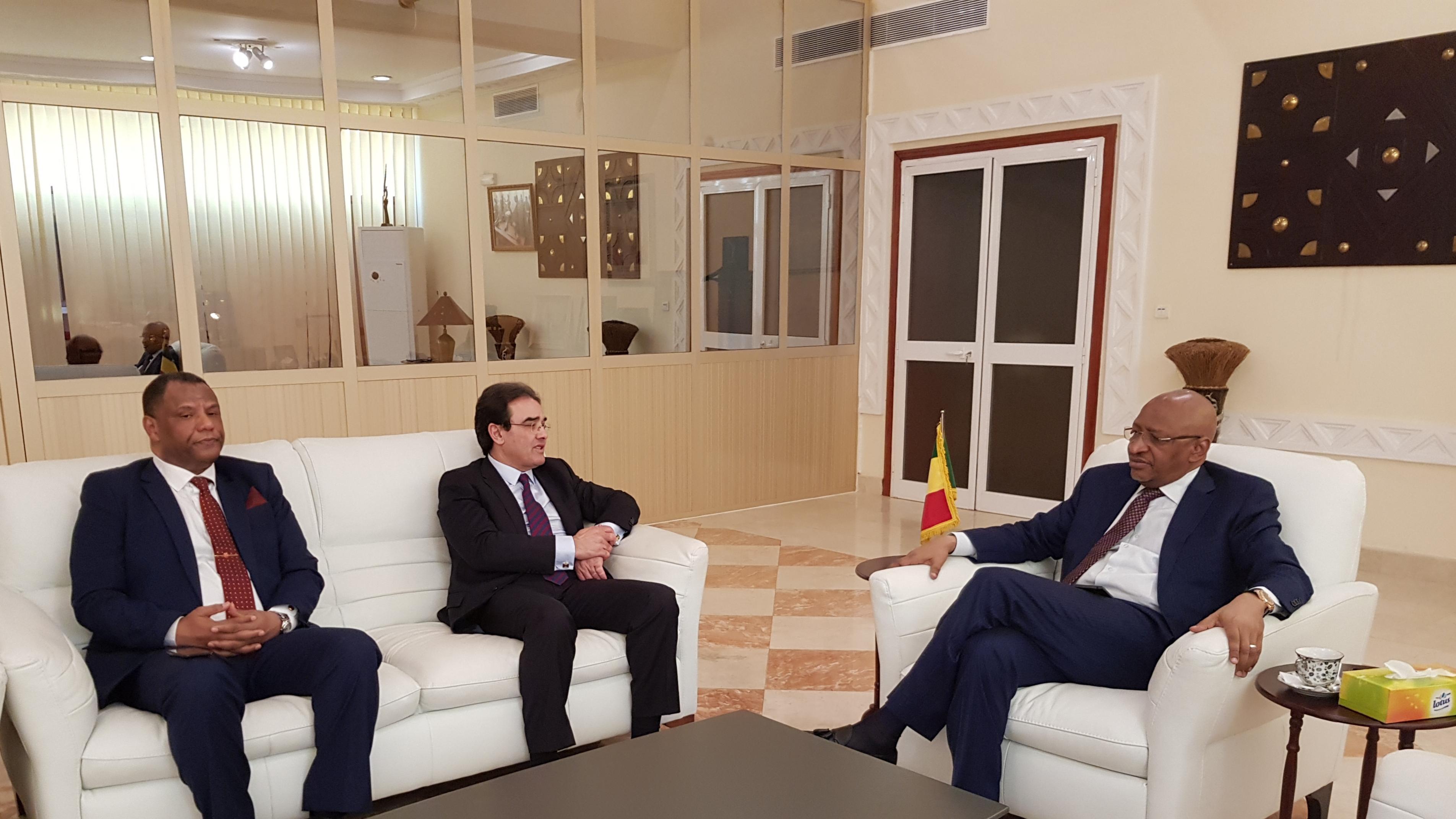 الوزير الأول المالي يستقبل عبد الكريم بنعتيق في لقاء عنوانه التأكيد على متانة العلاقات بين البلدين
