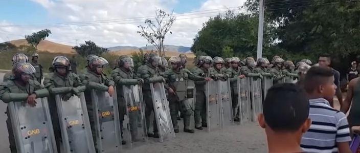 غوايدو ضد مادورو