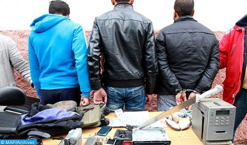 الدار البيضاء… توقيف أربعة أشخاص للاشتباه في تورطهم في قضية تتعلق بالحيازة والاتجار في المخدرات والمؤثرات العقلية