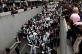 طلاب وأطباء يرفعون شعار إرحل في وجه الرئيس الجزائري بوتفليقة