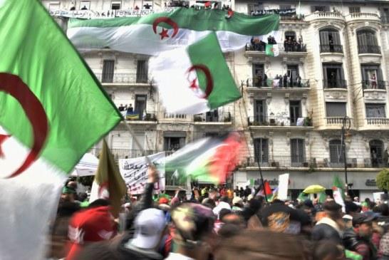 جزائريون يتظاهرون في ساحة الجمهورية وسط باريس ضد في النظام