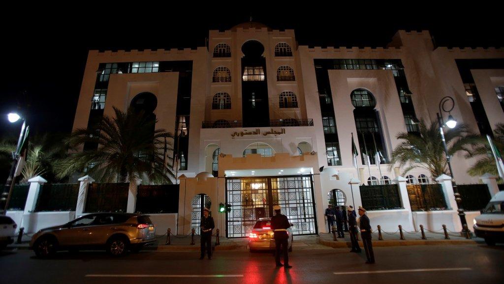 الجزائر تغلي حتى ليلا بعدة مدن رفضا لبقاء بوتفليقة في الحكم