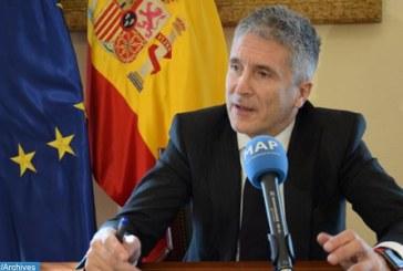 وزير الداخلية الإسباني يعترف بأهمية الجهود يبذلها المغرب في مجال مكافحة شبكات تهريب المهاجرين