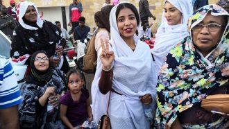 السودانيون مصرون على الحراك الشعبي لغاية إقامة دولة مدنية