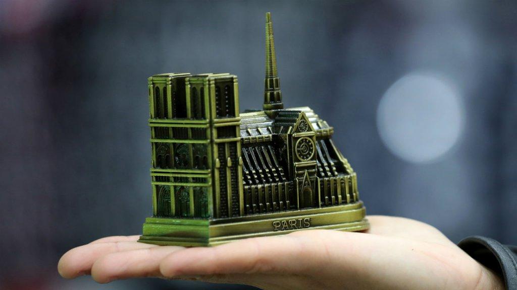 """فرنسا… وزير الثقافة يؤكد أن كاتدرائية نوتردام """"أنقذت بالكامل"""""""