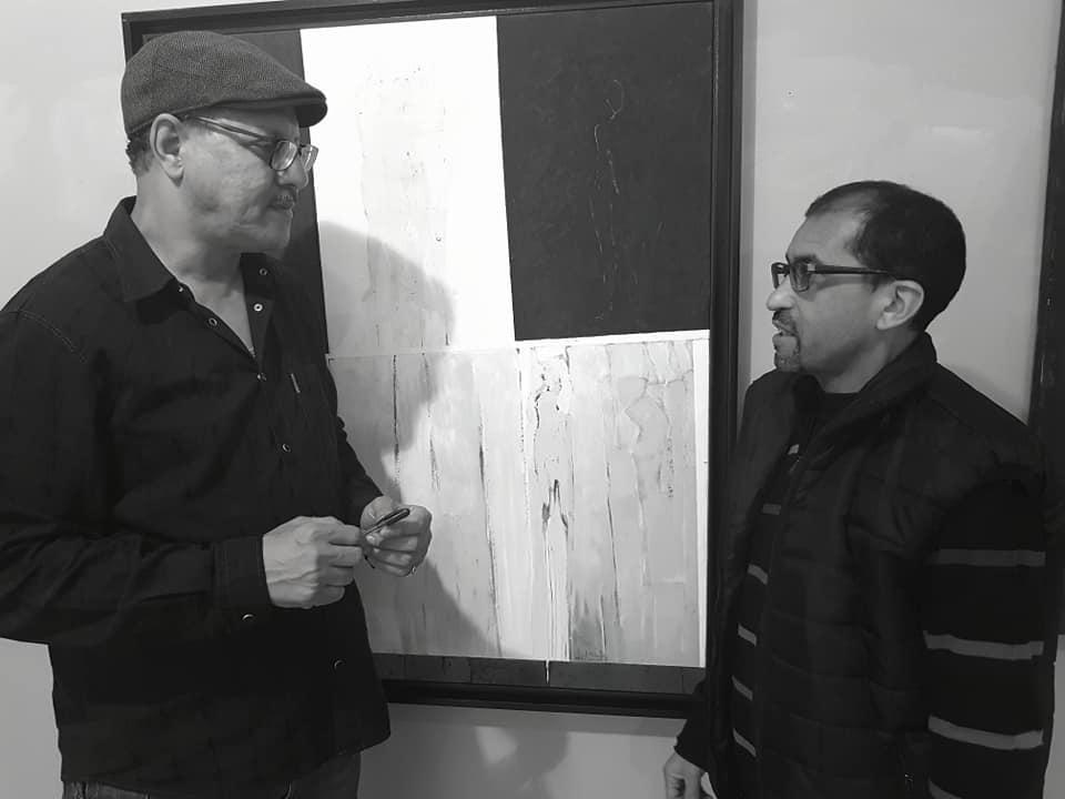 اسماعيل بورام… موهوب في تجهيز المعارض الفنية
