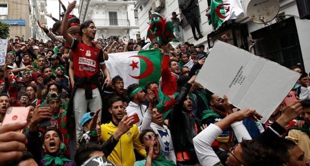 """طلاب الجزائر يتظاهرون مجددا مطالبين برحيل """"النظام"""" ومحاسبة """"العصابة"""""""