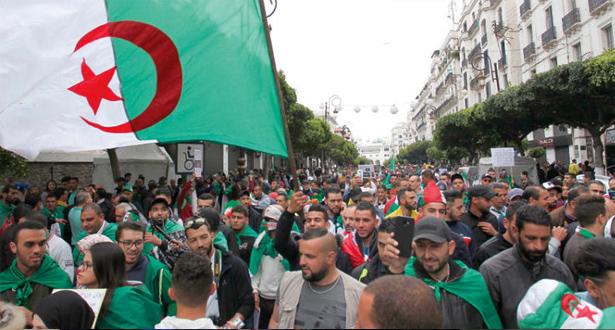 الجزائر… جمعة جديدة للمطالبة برحيل كل النظام