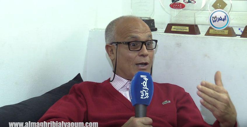 بالفيديو… الإطار الوطني سعيد بوحاجب يحذر من الخلط بين السياسة وكرة القدم