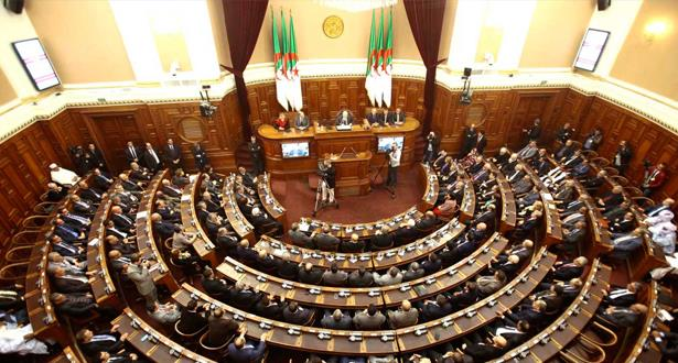 البرلمان الجزائري يجتمع الثلاثاء لتنصيب خليفة بوتفليقة وإنهاء الأزمة