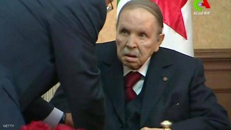 الرئيس بوتفليقة يستقيل من مهامه الجزائريون يخرجون للشوارع فرحا