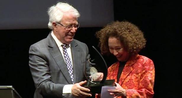 باحثة مغربية تنال الجائزة الكبرى لمواعيد التاريخ لمعهد العالم العربي