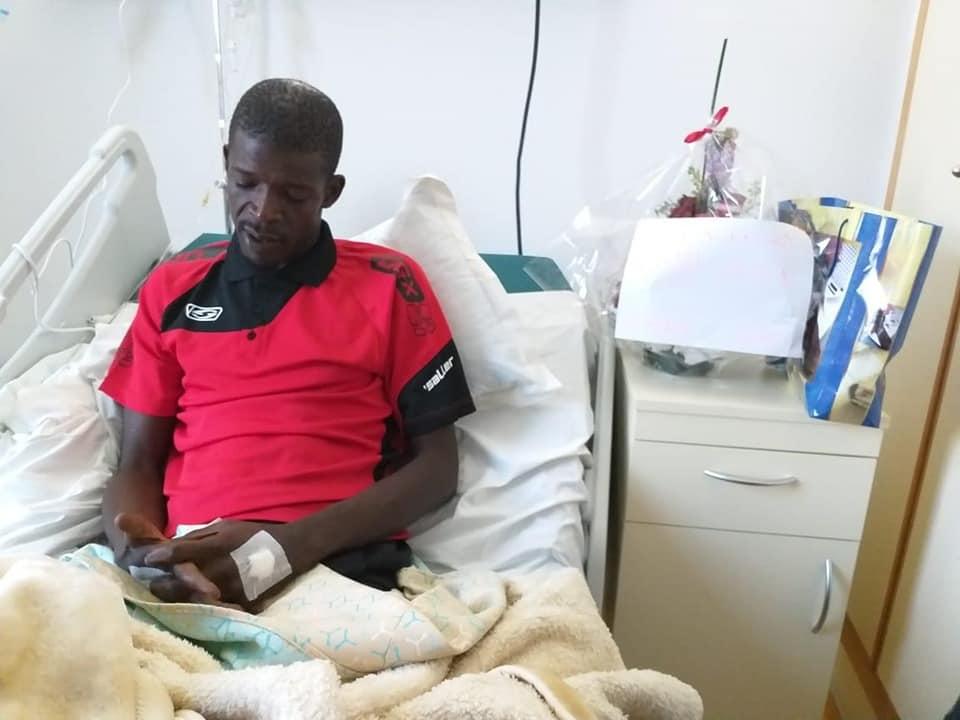 جماهير ودادية تزور حارس حوريا كوناكري داخل المستشفى + صور