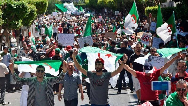 العسكر يصر على إجراء انتخابات الرئاسة الجزائرية في موعدها