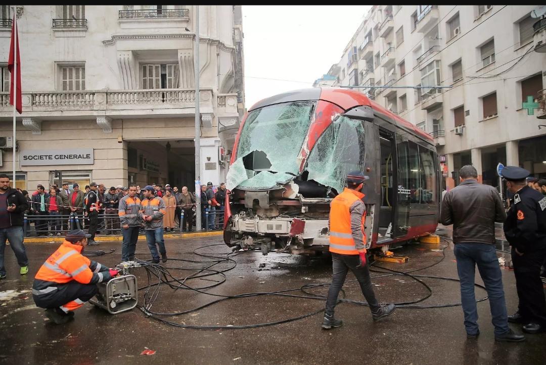 الدار البيضاء… مصرع راكب دراجة بعد اصطدامه بقاطرة الترامواي