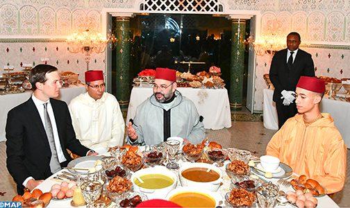 الملك يقيم مأدبة إفطار على شرف السيد جاريد كوشنير المستشار الرئيسي للرئيس الأمريكي