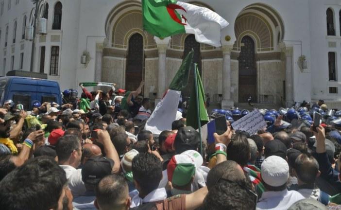 بلدية الجزائر تقرر إغلاق أشهر بناية تشكل رمز الاحتجاجات في البلاد
