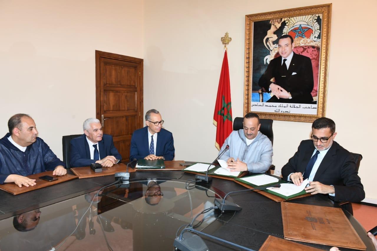 وزارة الثقافة والاتصال والشركة الوطنية للإذاعة والتلفزة يوقعان على اتفاقية شراكة بهدف الترويج للتراث الوطني
