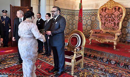 الملك يعين عددا من السفراء الجدد ويستقبل عددا من السفراء الأجانب