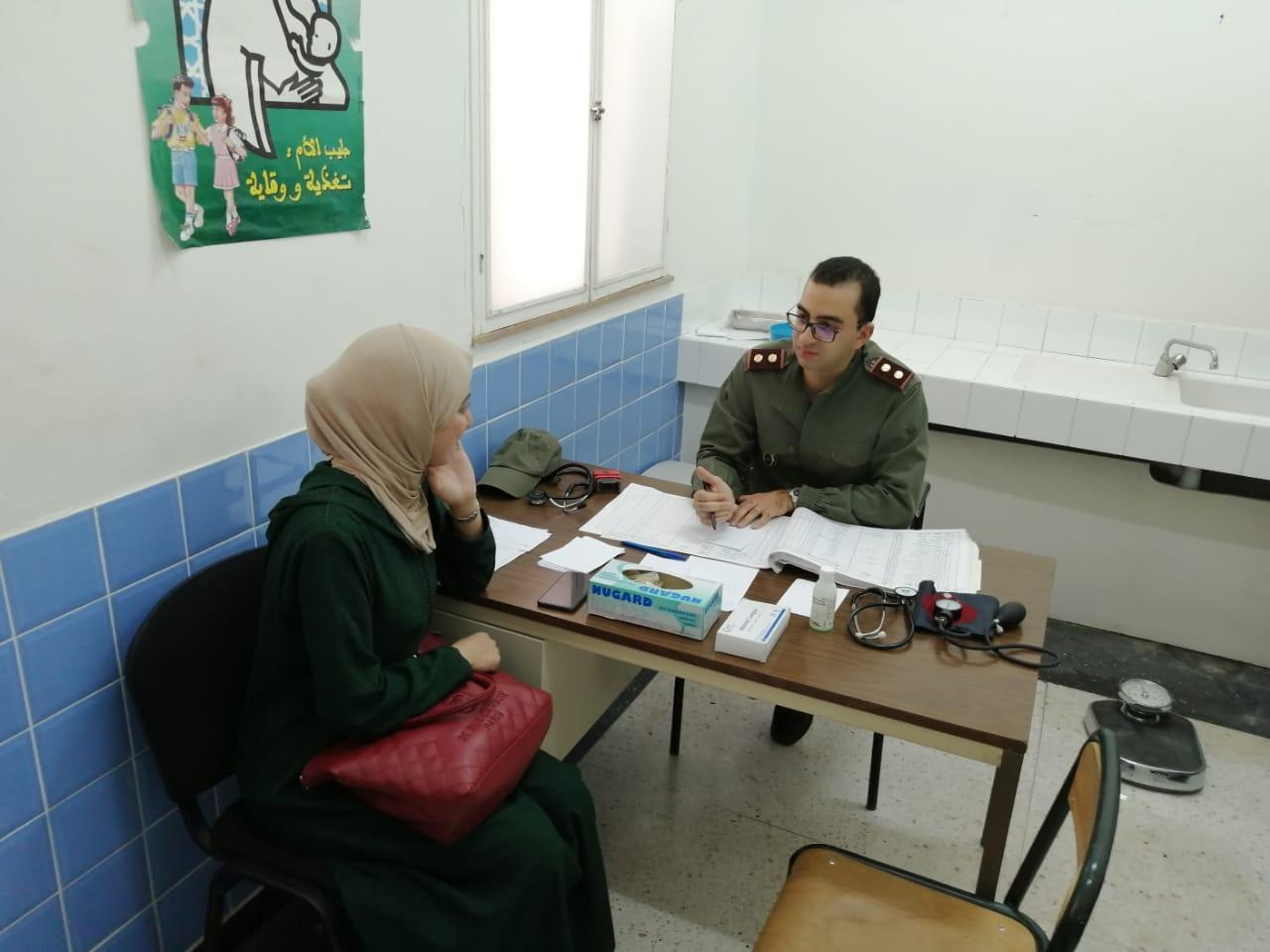 أطباء عسكريون يقدمون الرعاية للسكان في جنوب المملكة
