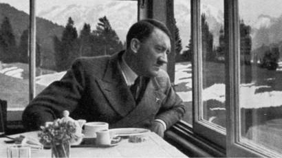 حتى بعد وفاته هتلر مازال يثير الجدل… فتيات لتذوق طعامه