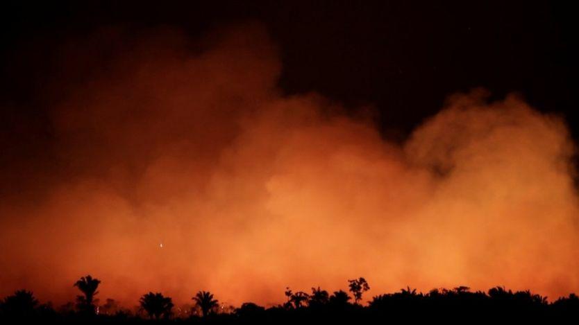 حرائق غابات الأمازون… تهديدات للرئيس البرازيلي من طرف قوى عظمى والأخير يرسل قوات لمواجهة الحرائق