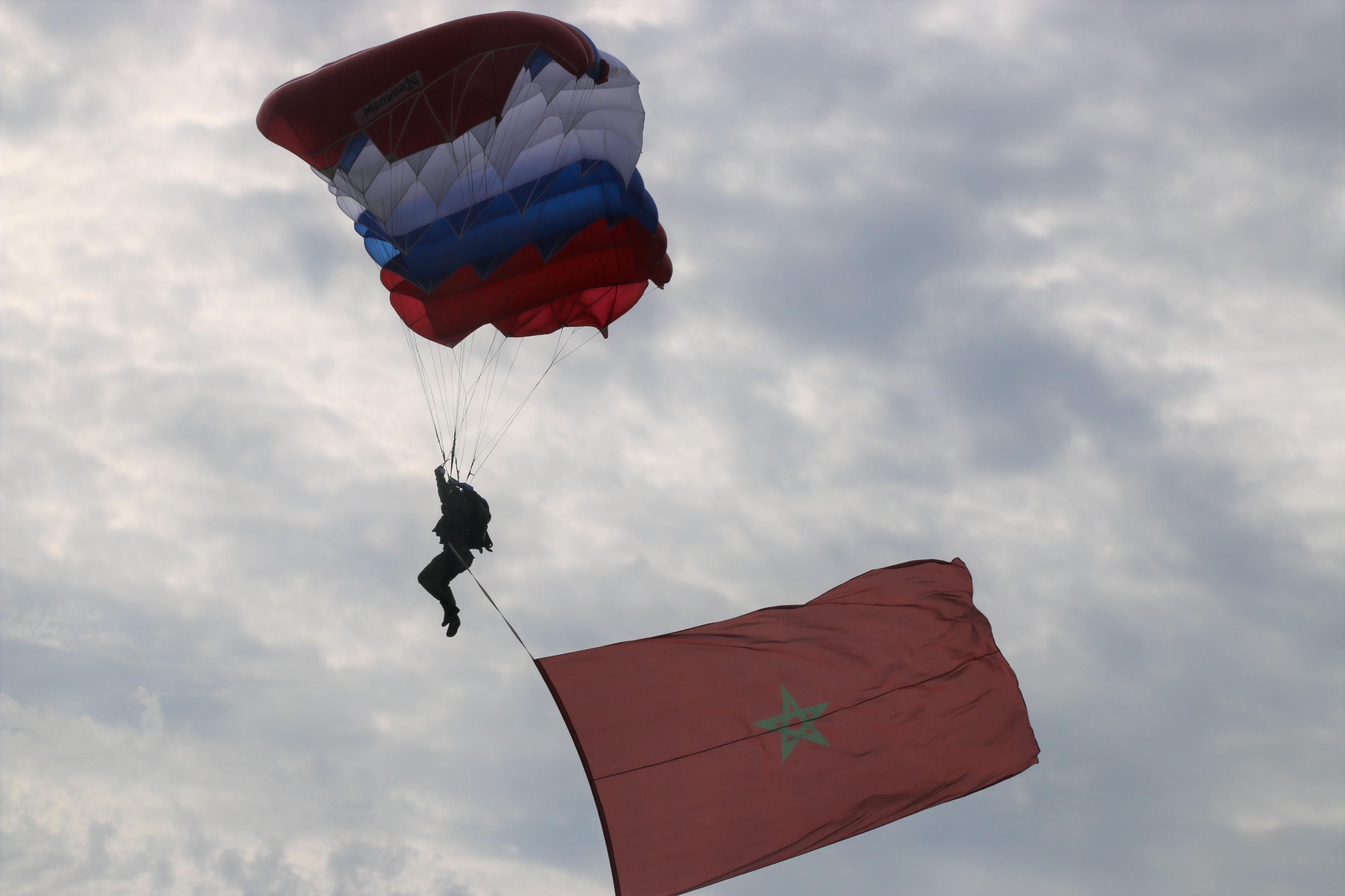 فريق من المظليين المنضوين تحت لواء الجيش المغربي يفوز بجائزة دولية مرموقة