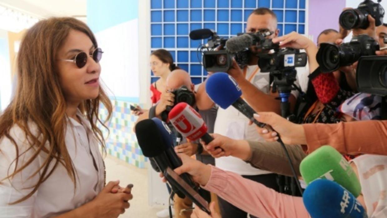 سلوى السماوي تخوض الحملة الانتخابية بتونس نيابة عن زوجها المسجون  نبيل القروي