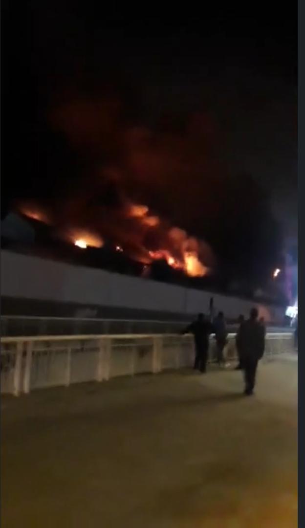 """النيران تلتهم بناية """"مدينة بيس"""" بحي المعاريف بالدار البيضاء"""