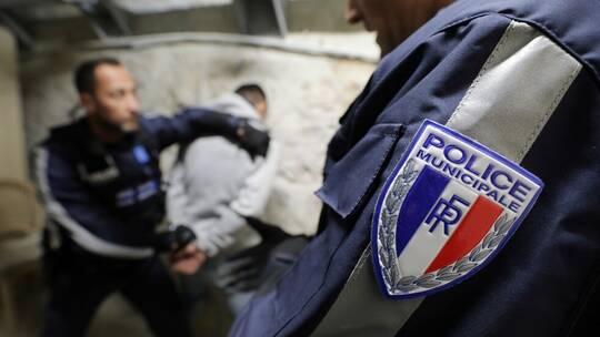 """فرنسا… توقيف شخص حمل سكينا في الشارع وصاح """"الله أكبر"""""""
