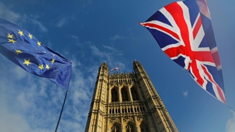 دراسة… بريطانيا غارقة بالأموال النقدية المرتبطة بالفساد